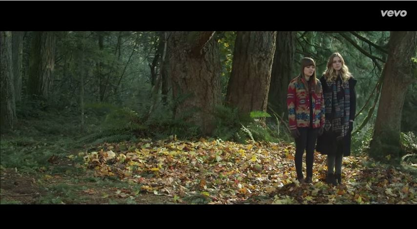 "First Aid Kit Show Of Video for R.E.M´s ""Walk unafraid"""