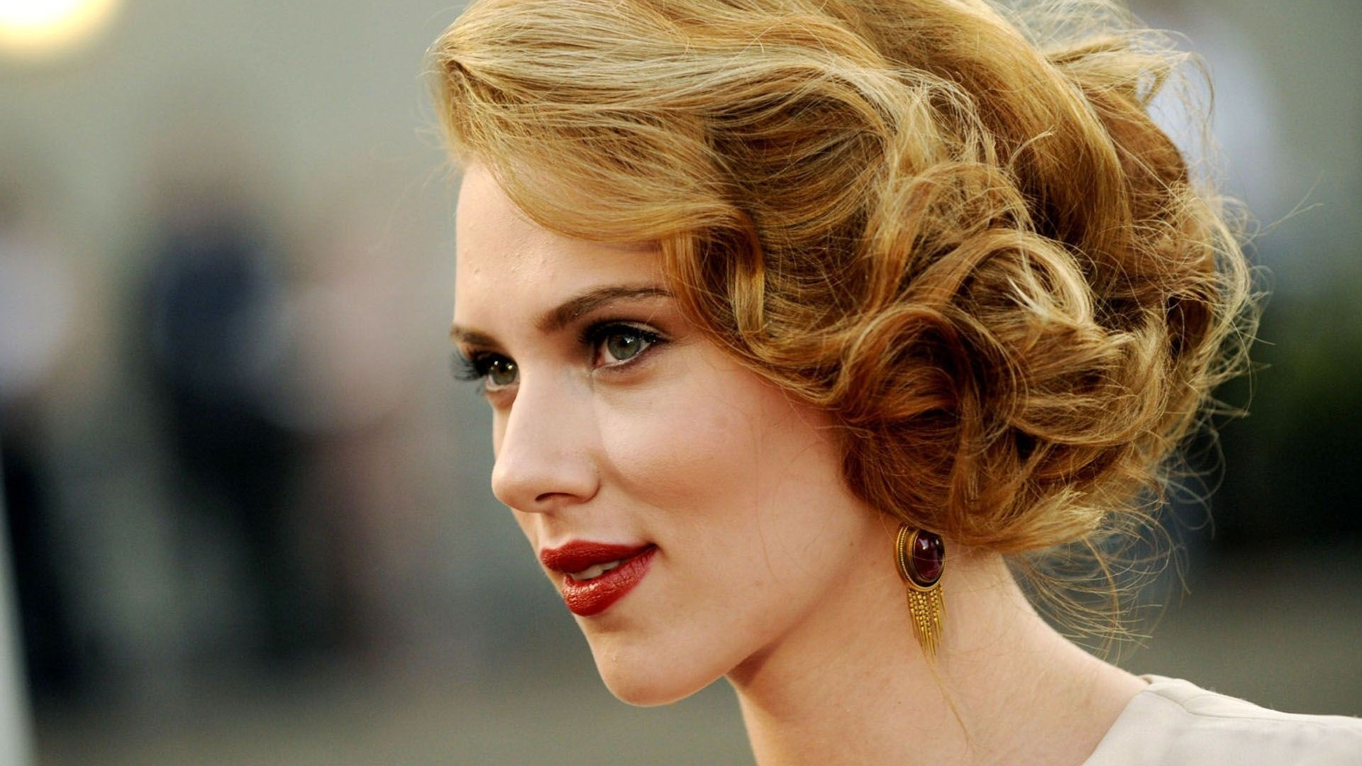 Scarlett Johansson to star in the live-action Ghost in the Shell movie