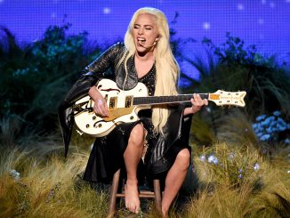 Watch Lady Gaga´s Passionate performance at the AMA´s