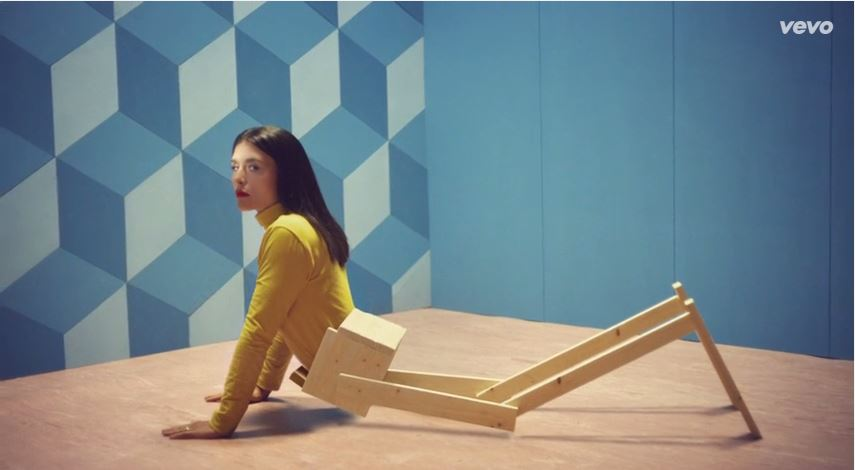 """Check out: Jessie Ware – """"Champagne Kisses"""" Video"""