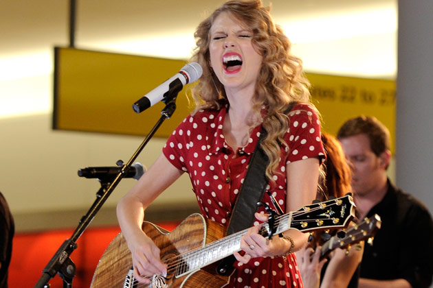 """Taylor Swift: Message To Apple Music, Says Royalty Rate Is """"Shocking"""" And Disappointing"""""""