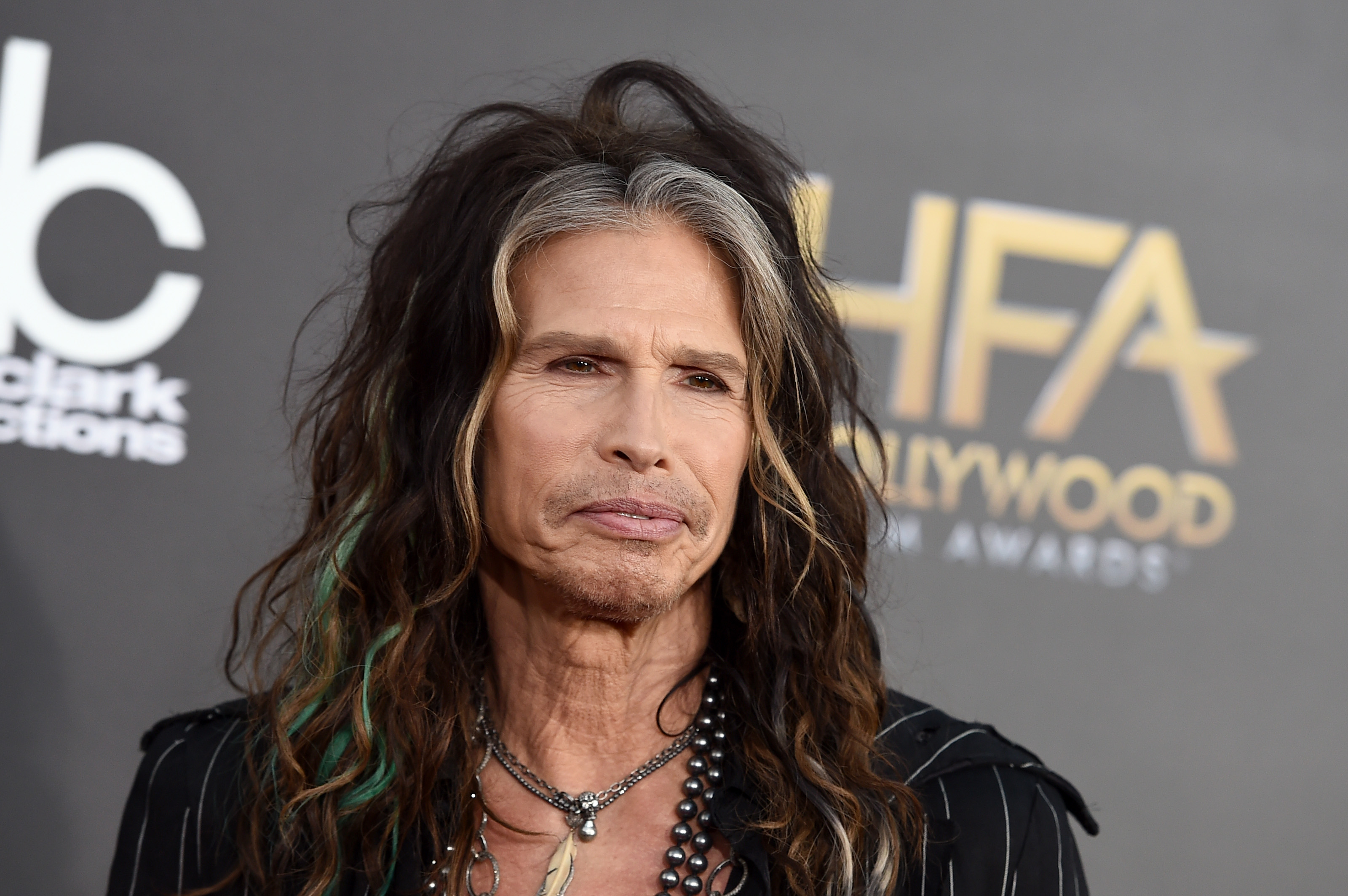 See Steven Tyler Performs With Street Performer In Moscow