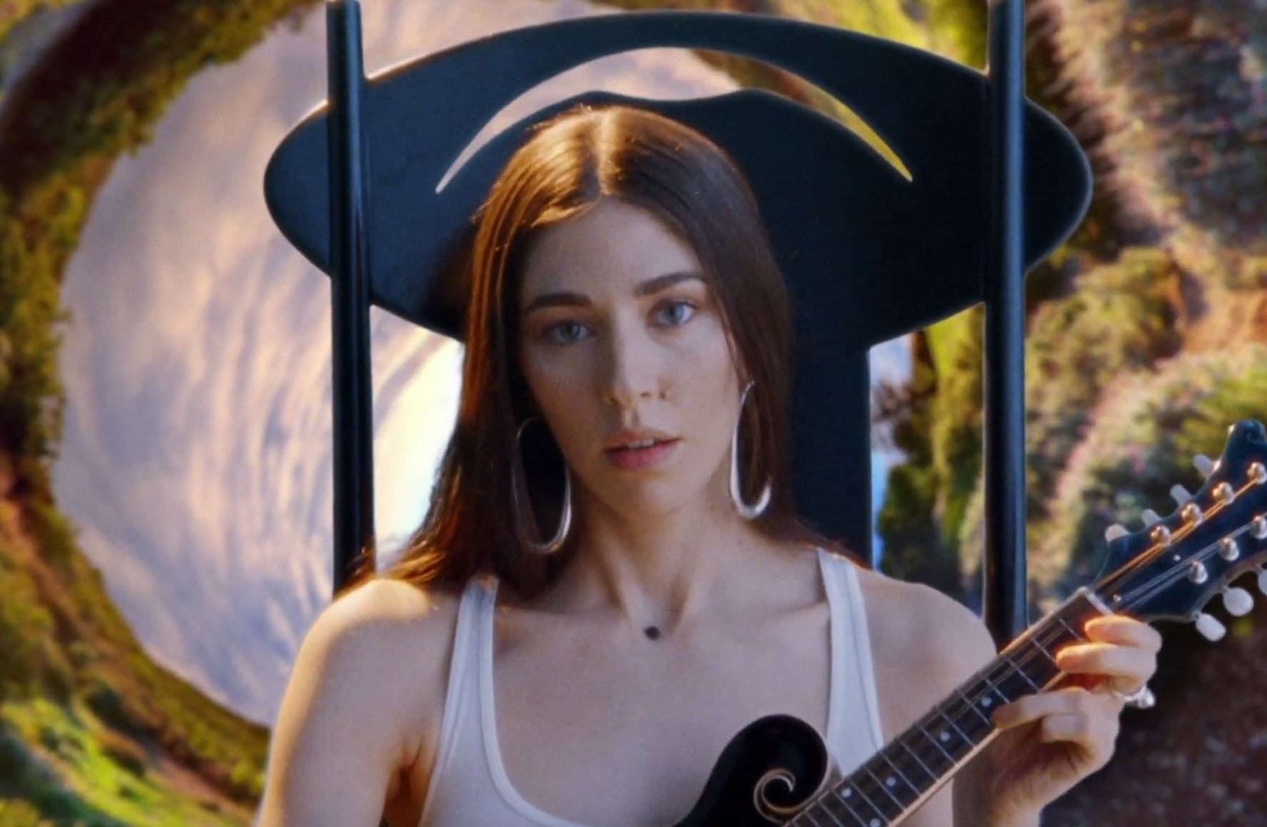 Caroline Polachek (Chairlift, Ramona Lisa) Drops New Song & Video - 'Door'
